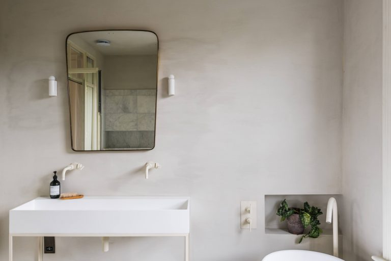 Steal This Look: A Luxurious Master Bath in Shades of Pale