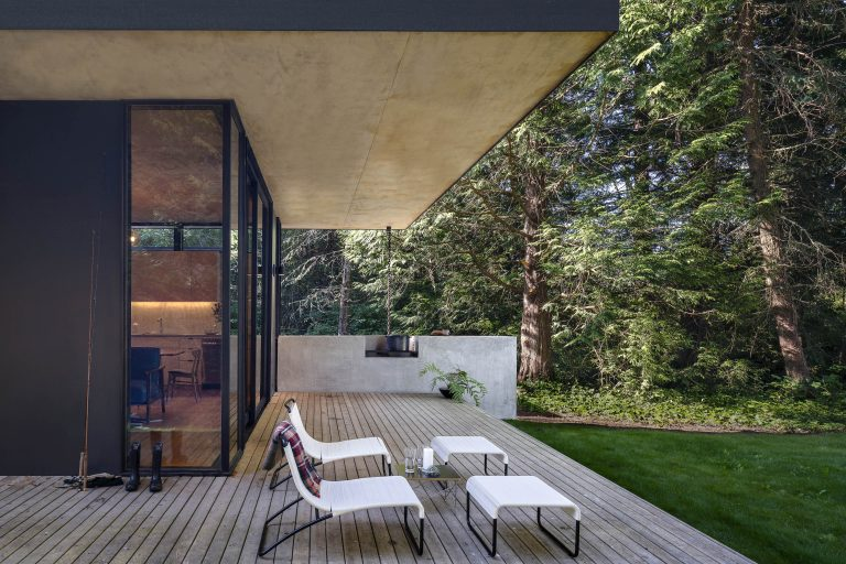 The Nesting Instinct: A Cabin Retreat in Washington Inspired by a Bird