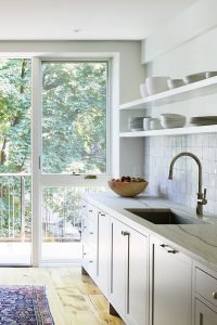 """Kitchen of the Week: A Bright Addition with a """"Pantry Portal"""" for a Narrow Townhouse in Brooklyn"""