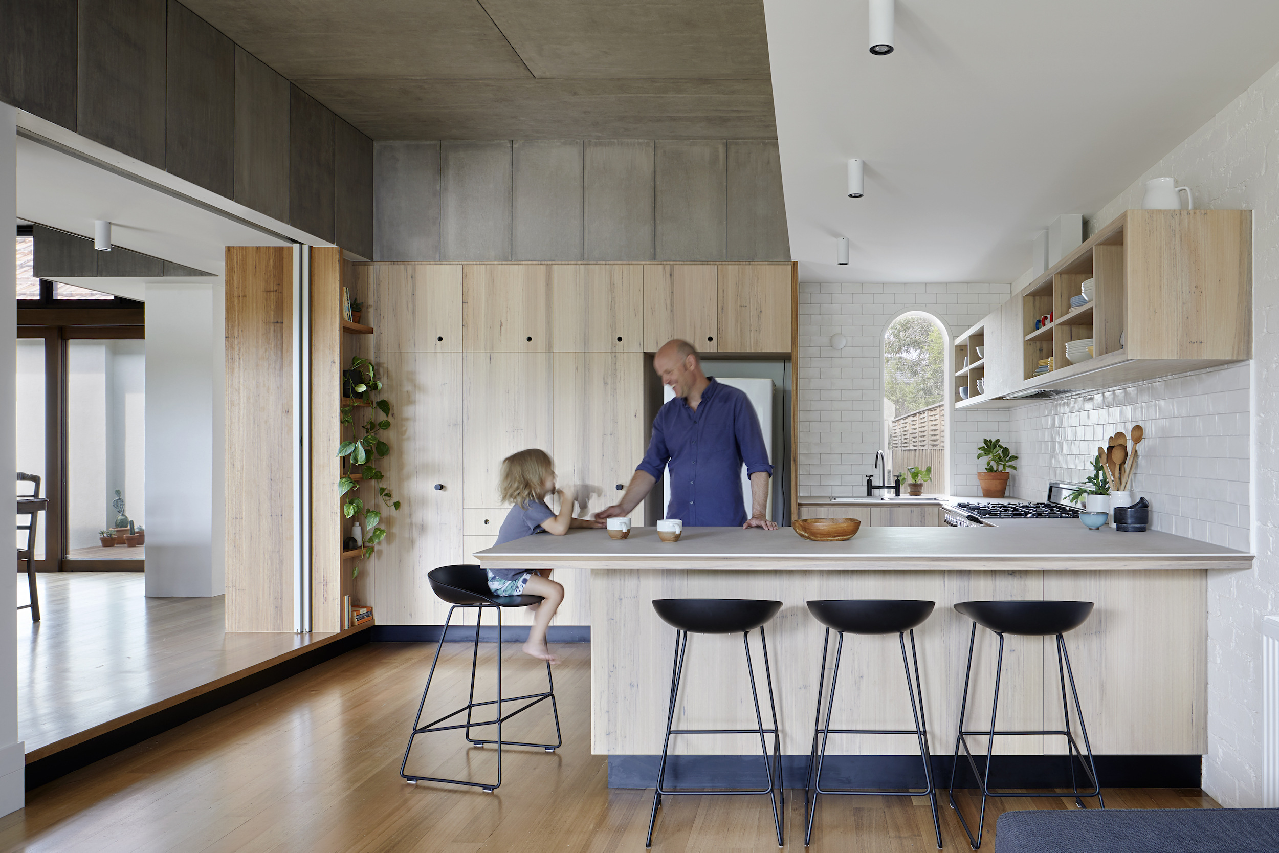 A Laid-Back Courtyard Kitchen in Australia