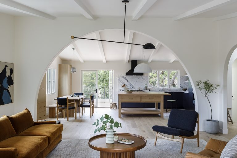 """A Serene, """"Well-Balanced"""" House for a Violinist and a Physician, Inspired by Vivaldi"""